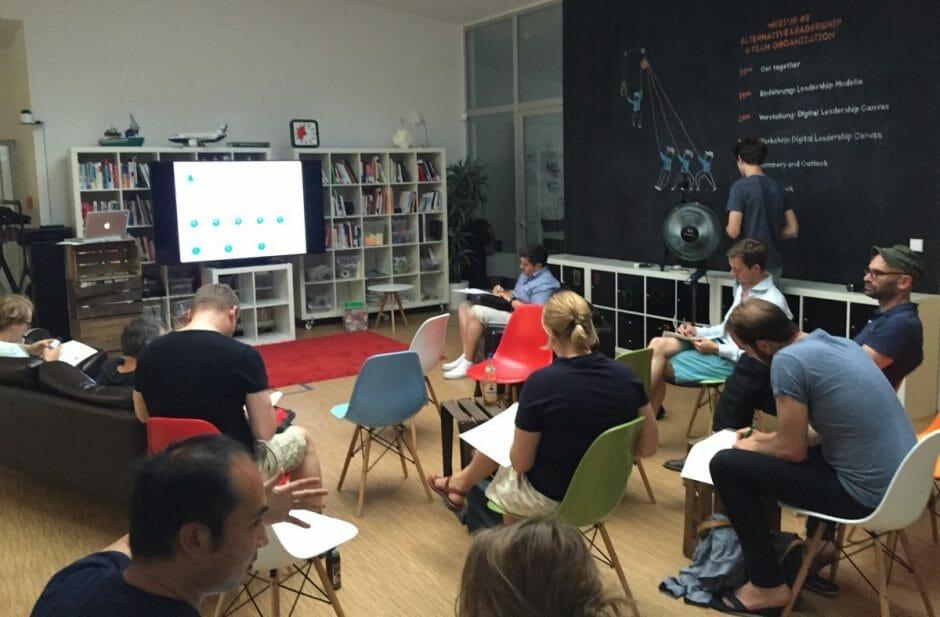 """Schnappschuss vom """"Alternative Leadership and Team Organization""""-Meetup bei der Service Innovation Labs GmbH in Berlin. (Foto: Christiane Brandes-Visbeck)"""