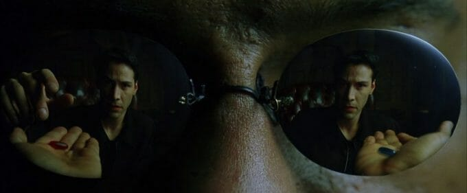 """""""You take the blue pill, the story ends. You wake up in your bed and believe whatever you want to believe."""" (Screencapture aus """"The Matrix"""", Warner Bros.)"""